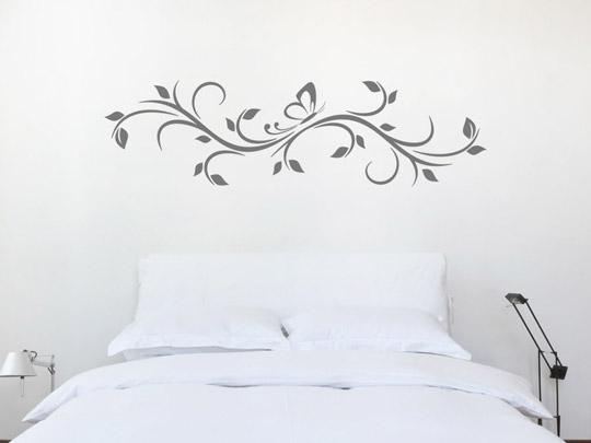 Wandtattoo über dem Bettt