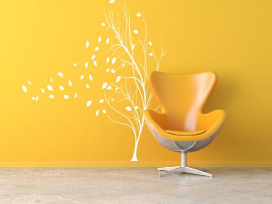 Weißes Wandtattoo und gelbe Wand