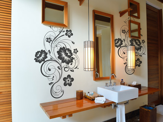 Wandtattoo Blüten Ornamente im Badezimmer