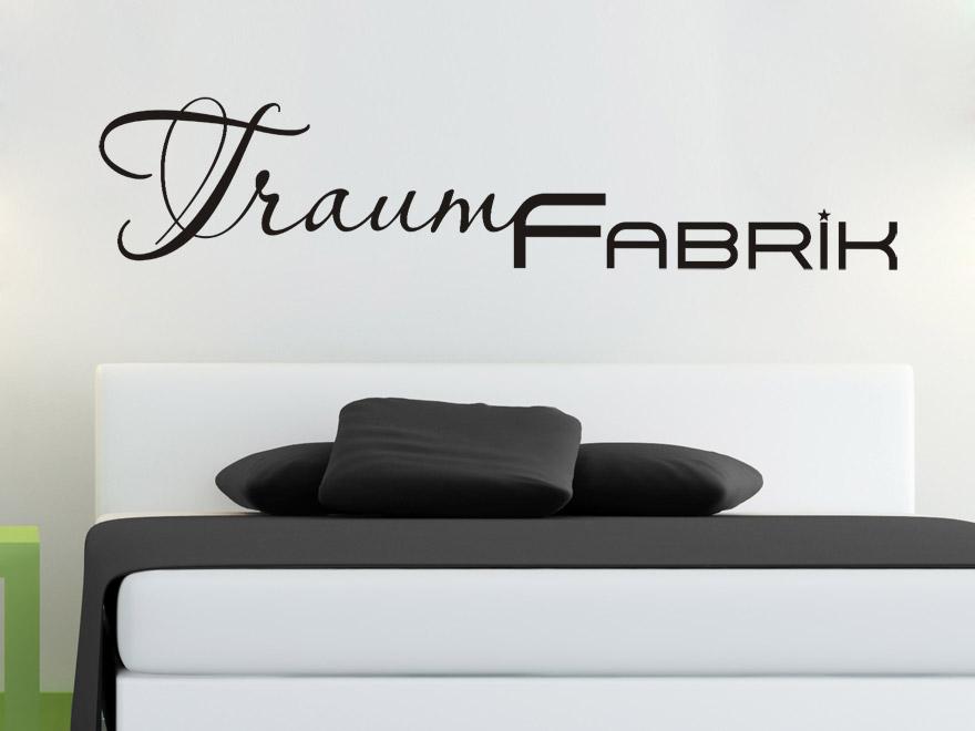 wandtattoo ber bett sch ne wandtattoos ber betten und nachttisch. Black Bedroom Furniture Sets. Home Design Ideas