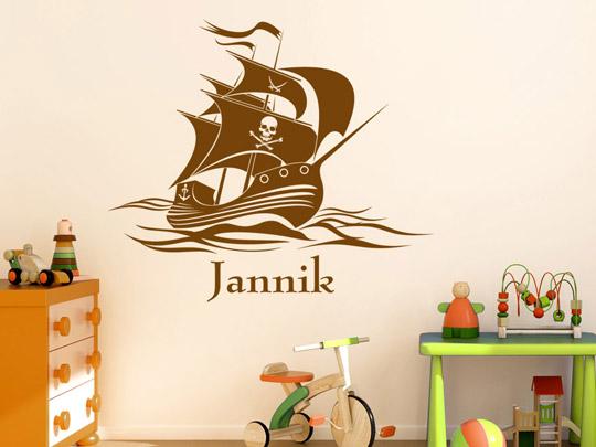 kinder wandtattoo piratenschiff mit wunschname von. Black Bedroom Furniture Sets. Home Design Ideas